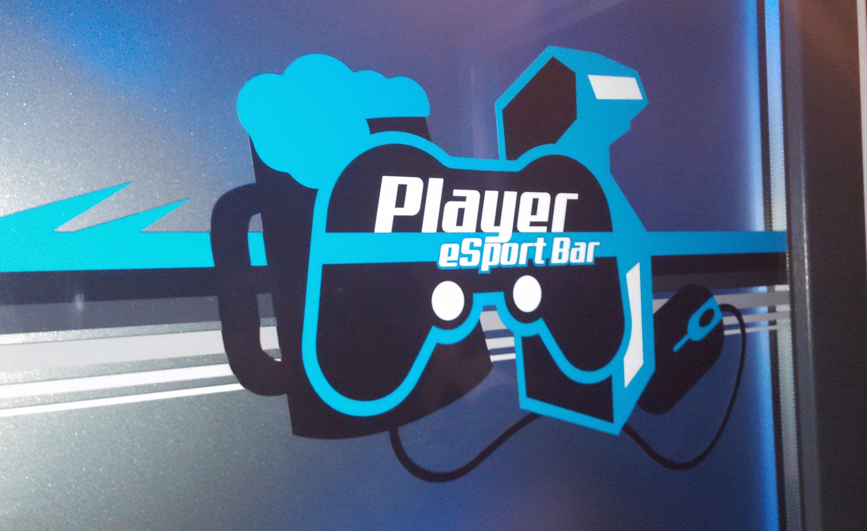 Player eSports Bar door logo